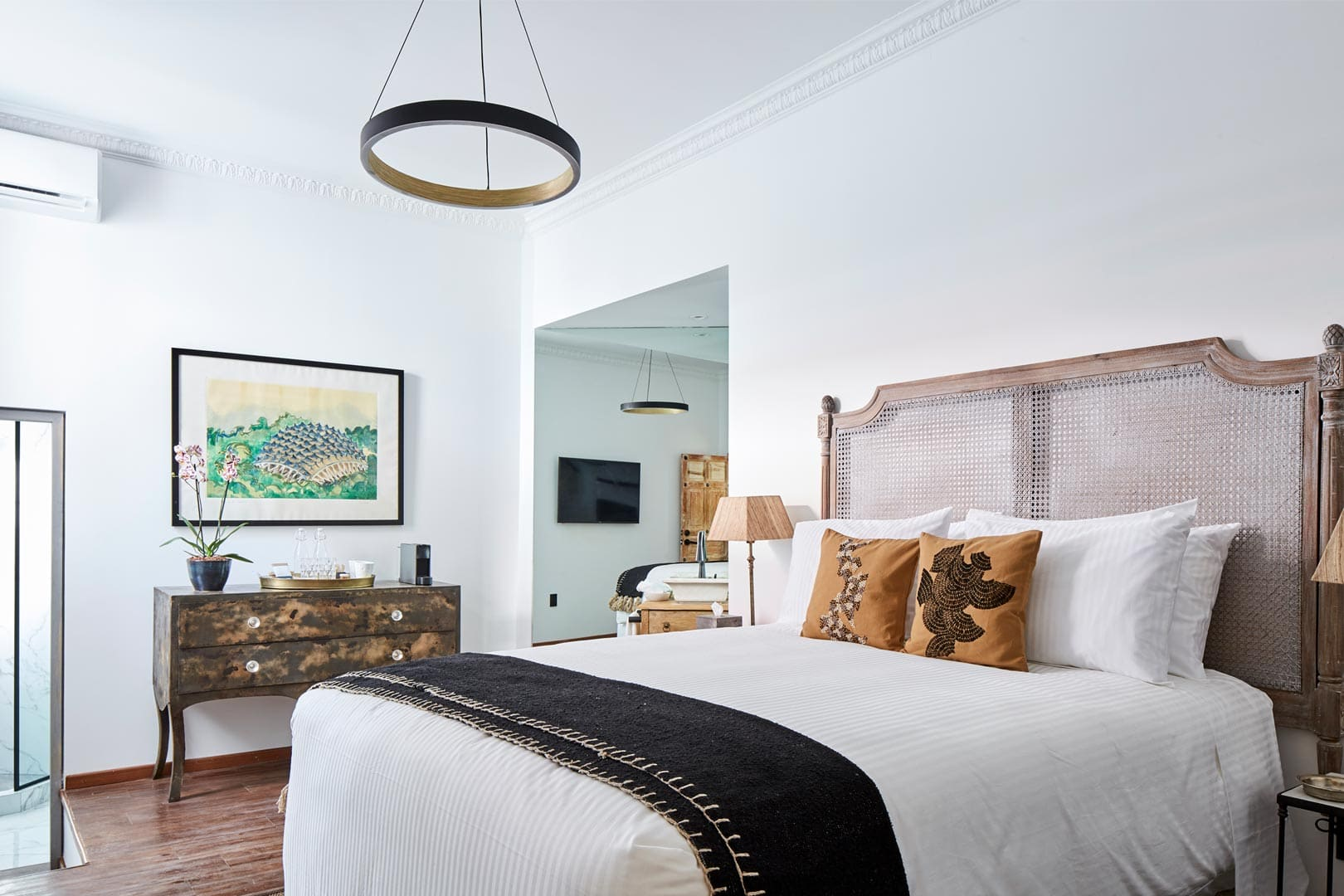 ORCHID HOUSE | CALADENIA SUITE